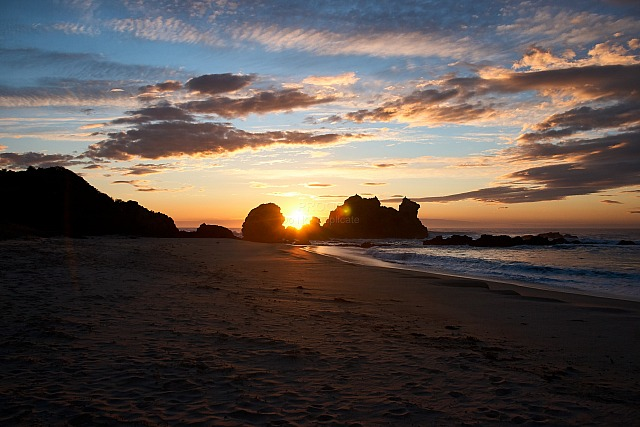 Rocky_beach_sunrise_5055