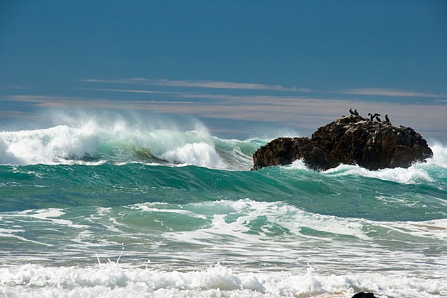 Waves_and_rock_5131
